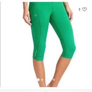 🏃🏼♀️Athleta Green crop workout leggings